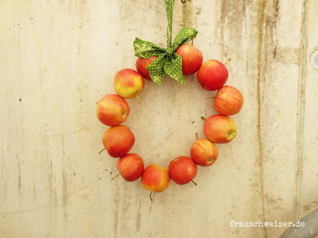 Kranz-mit-Äpfeln
