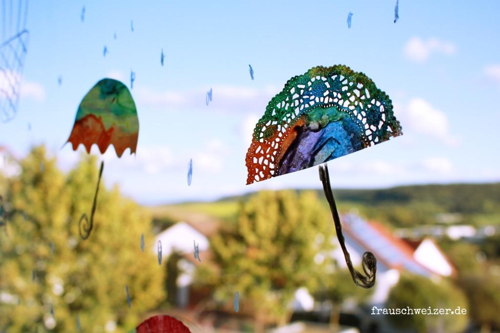 Fensterbild hei luftballon und regenschirme selber basteln - Fensterbilder herbst ...