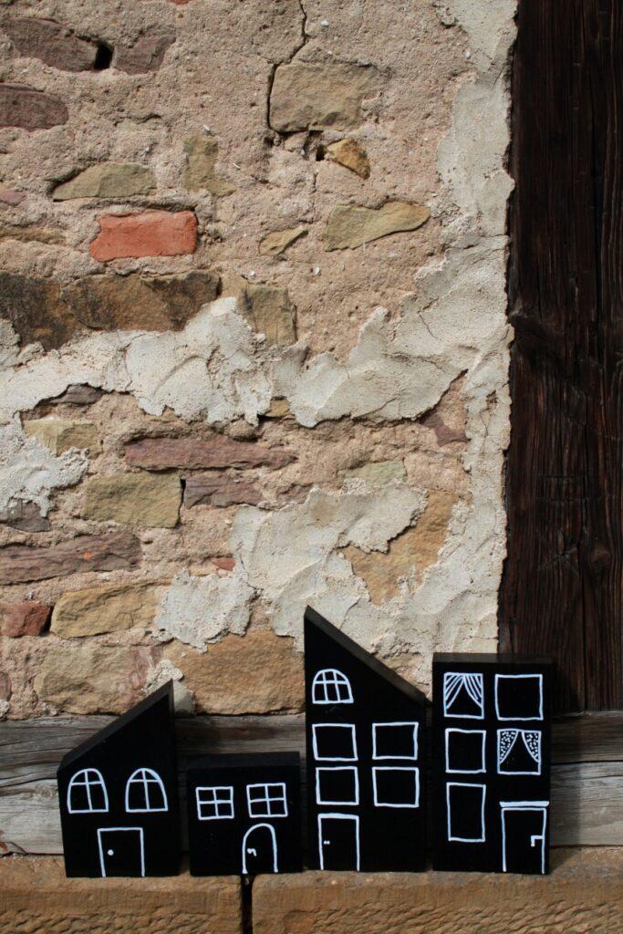 Dekoration für Herbst und Winter: Holzhäuser 2
