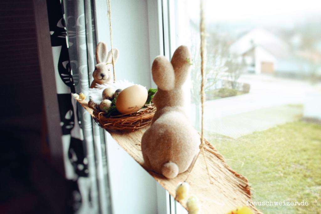 Diy sch ne fensterdekoration zu ostern das osterbrett - Fensterdekoration ostern ...