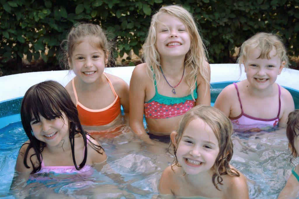 kindergeburtstag-poolparty-motto