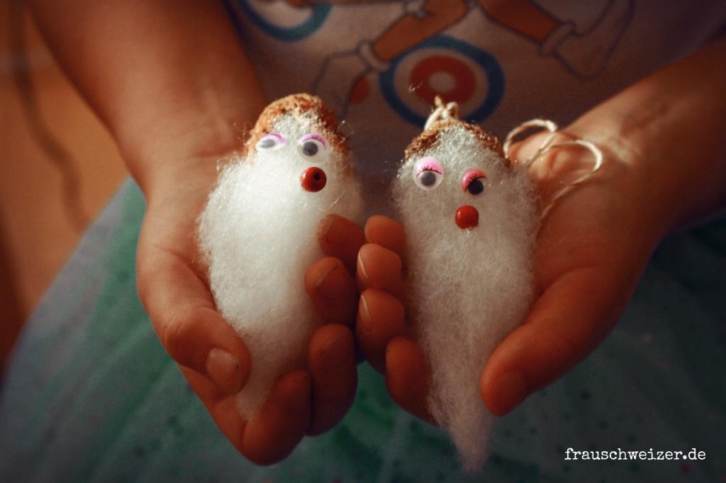 Emma bastelt Waldschrate mit Bucheckern Kinder DIY