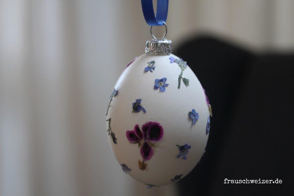 Selbstgebastelte-Ostereier-trocken-blüten