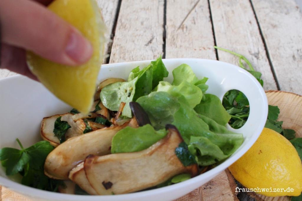 Rezept KraeuterSeitlinge mit Salat und leichtem Zitronengeschmack
