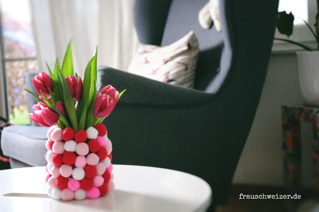 DIY Blumenvase mit Pompon