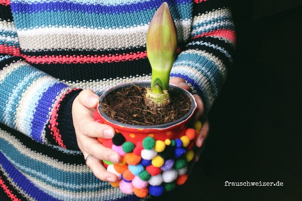 DIY-Blumenvase-Pompon-glas-upcycling