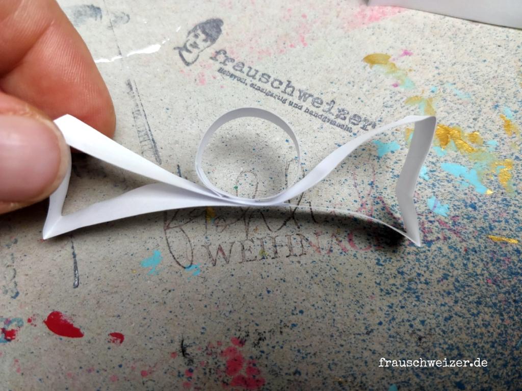 Papier Engel aus Quilling Steifen selber basteln 5