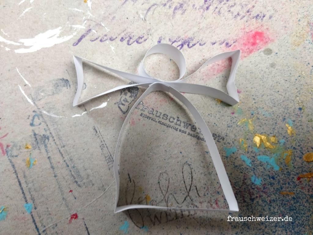 Papier Engel aus Quilling Steifen selber basteln 6