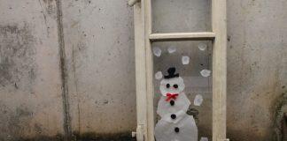 Fensterdekoration: Schneemann aus Transparentpapier
