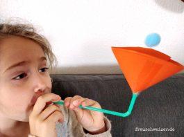 Kinderspielzeug-schwebender-Ball-selber-basteln