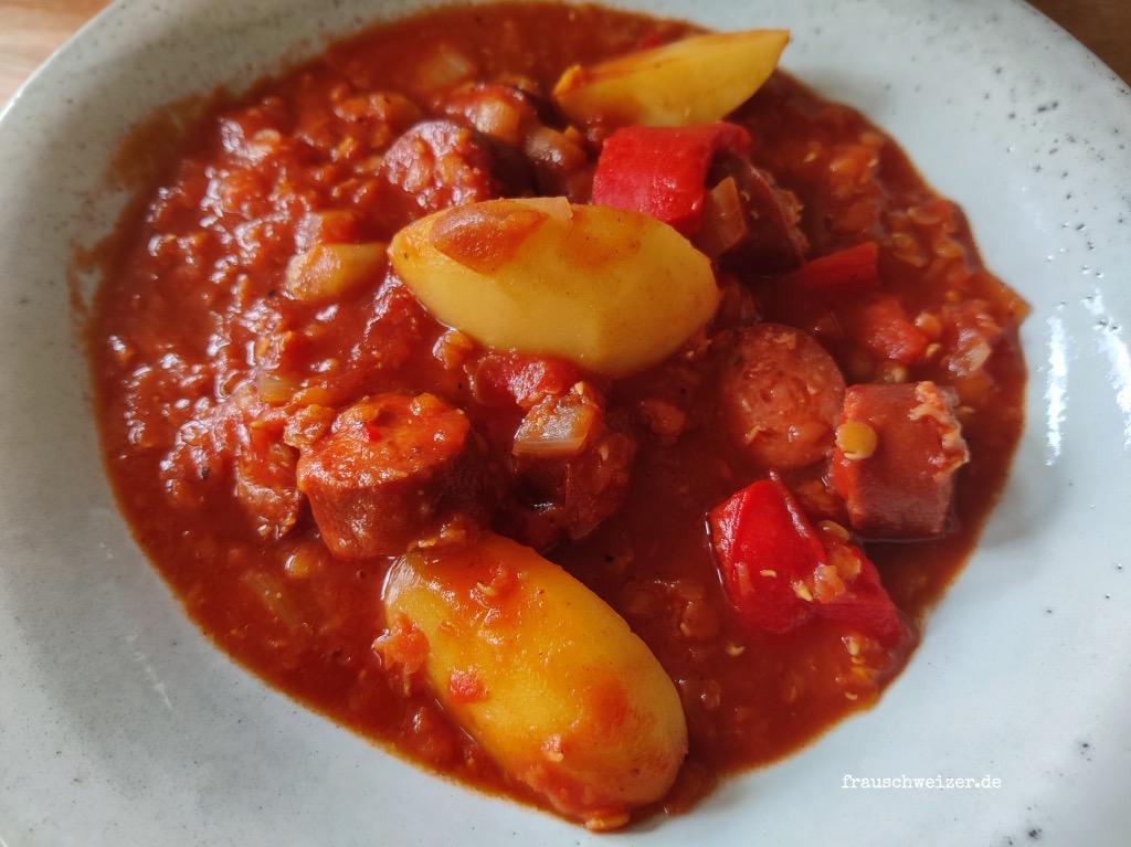 Linsen-Kartoffel-Wuerstchen-Eintopf-kochen