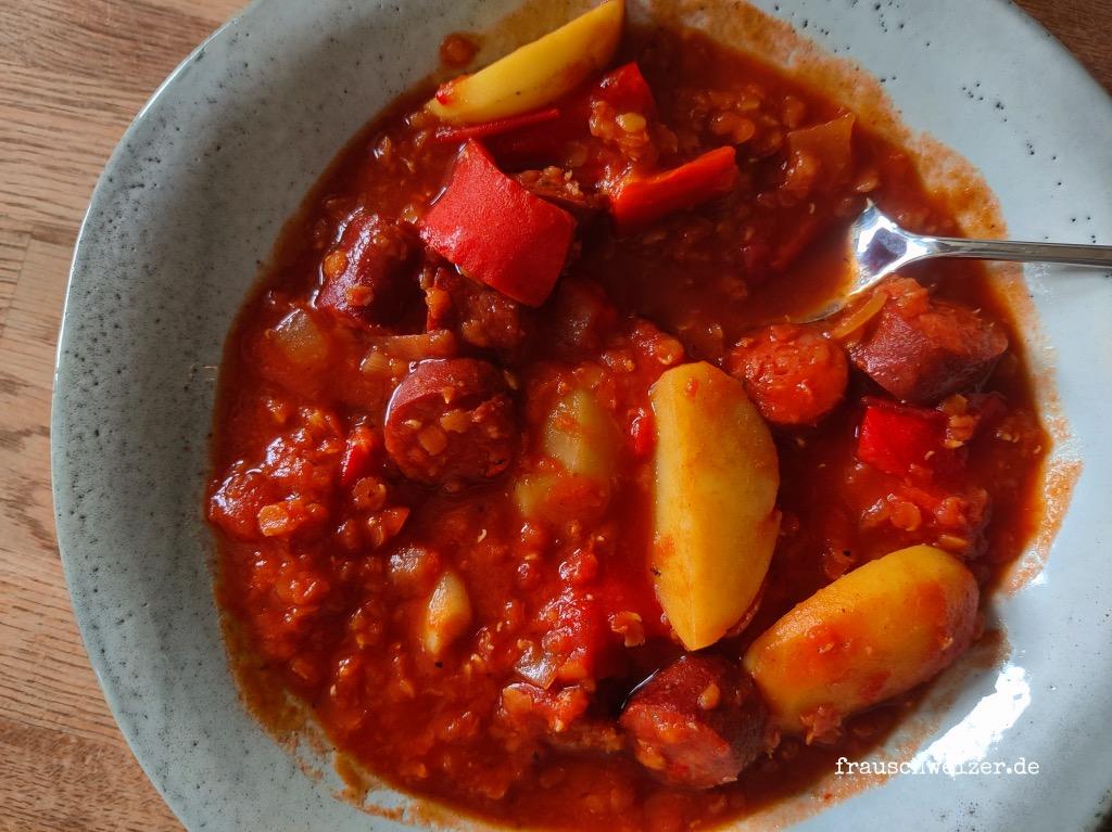 Linsen-Kartoffel-Würstchen-Eintopf