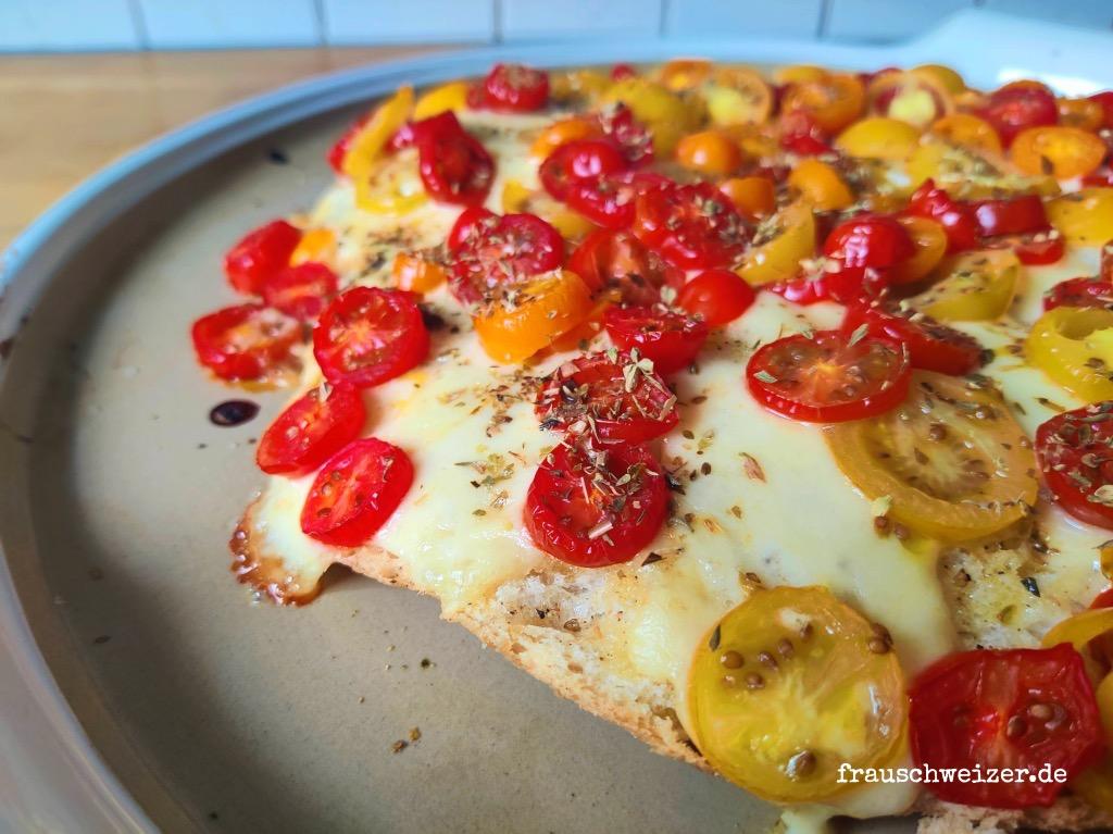 beilage-mit-tomate-mozzarella-oregano