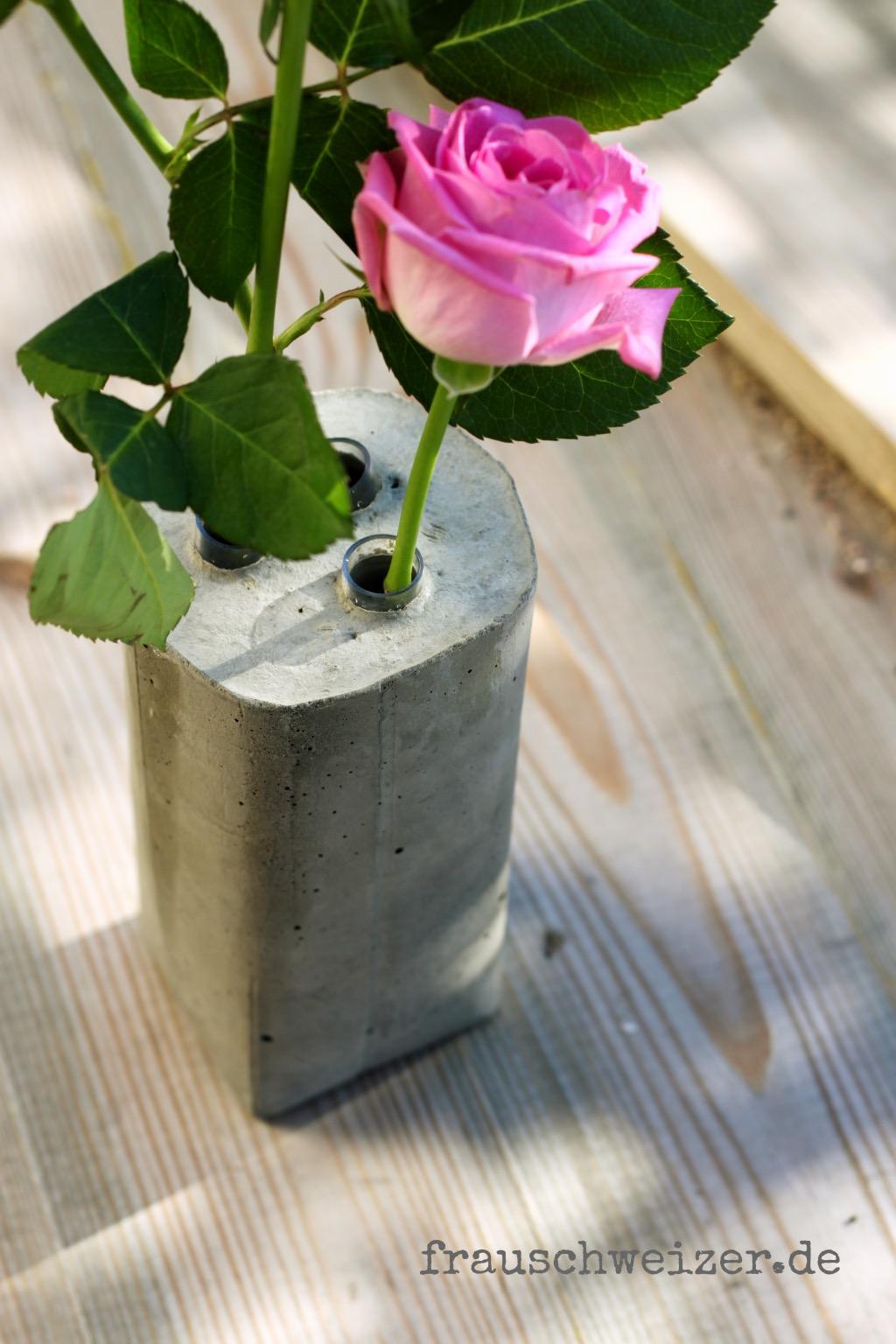 beton - vase nah kleiner