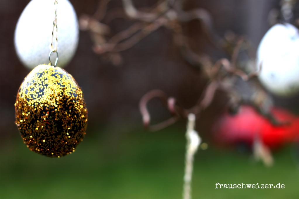 Ostereier schwarz weiss gold