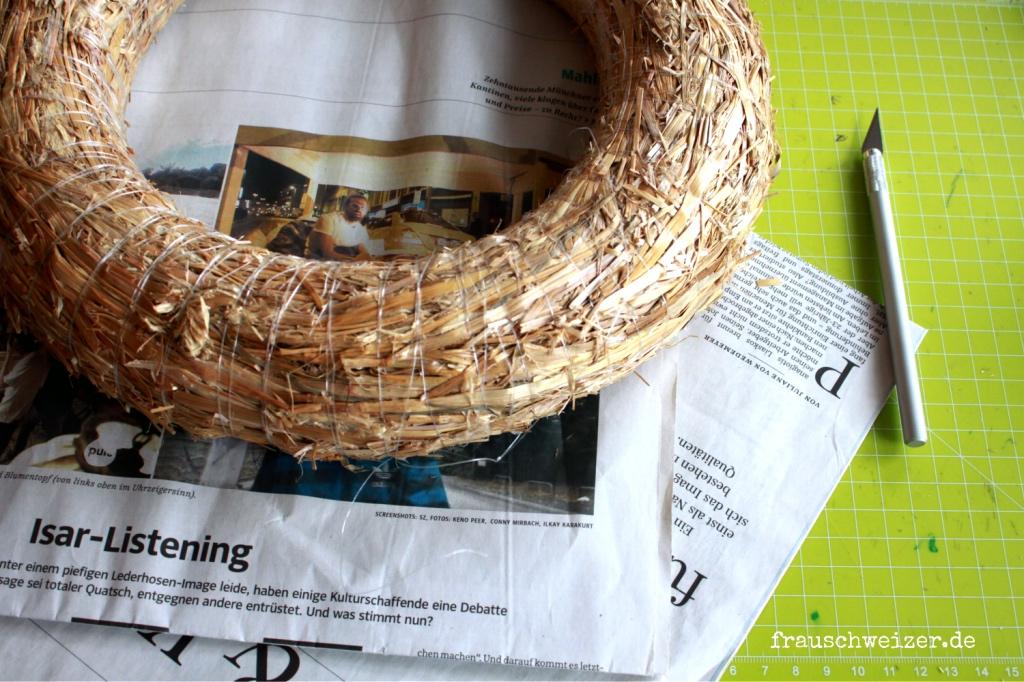 DIY Kranz aus Zeitung