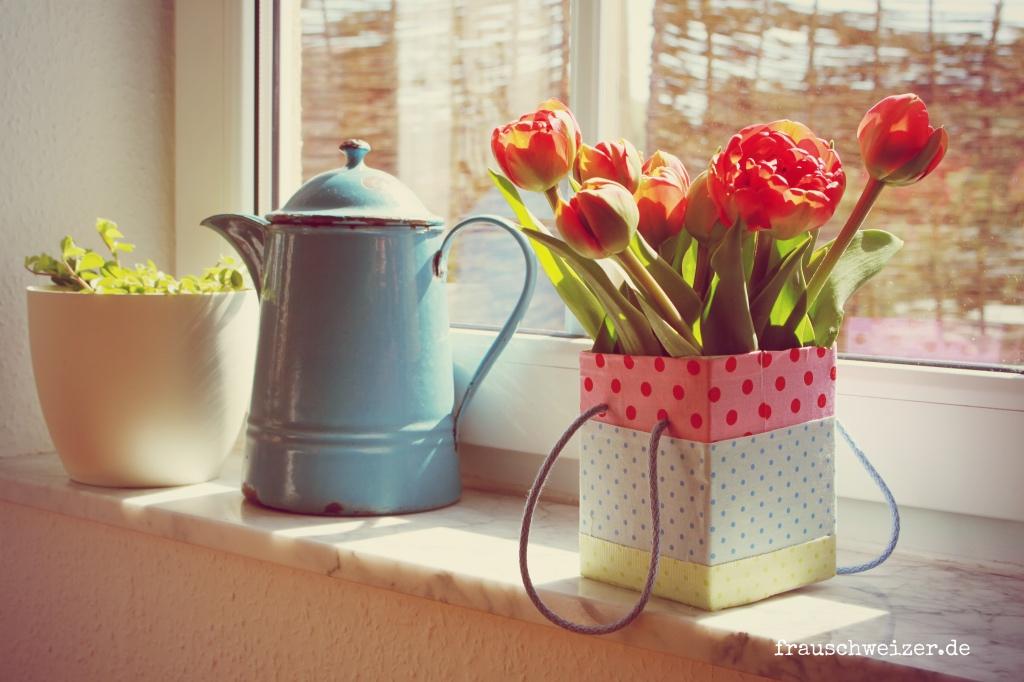 diy blumenvase aus tetrapacks selberbasteln oder eine. Black Bedroom Furniture Sets. Home Design Ideas